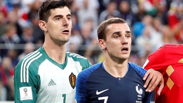 Courtois y Griezmann, durante el Bélgica-Francia