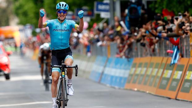 Pello Bilbao celebra el triunfo en la séptima etapa del Giro