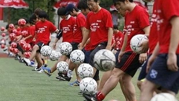 Futbolistas chinos en su país