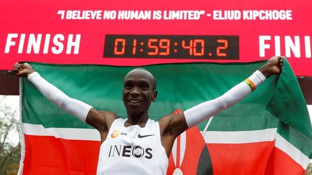 Kipchoge hace historia: primer hombre en bajar de las dos horas en maratón