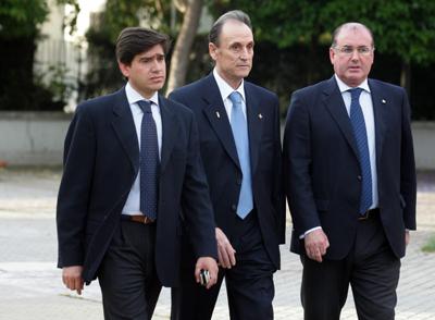 Real Betis: Lopera retira sus empresas