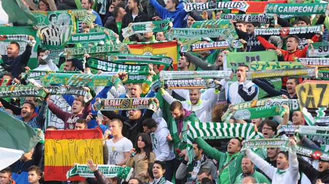 Seguidores verdiblancos en el partido ante Osasuna