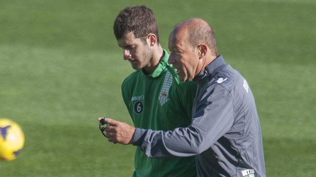 Calderón instruye a Baptistao en la primera sesión del argentino