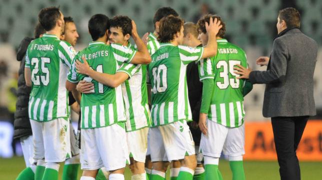 Los béticos celebran el tanto obtenido por Rubén Castro en la ida de la Copa