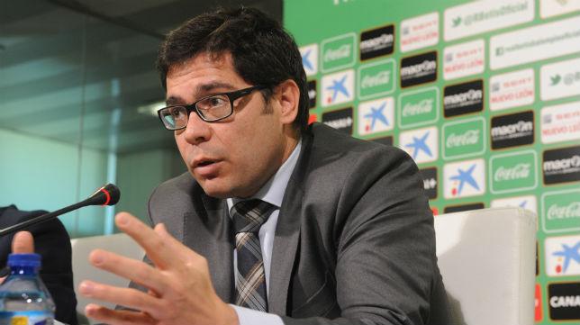 Francisco Estepa gesticula en una intervención
