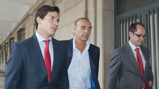 Luis Oliver, en una comparecencia en los juzgados de Sevilla