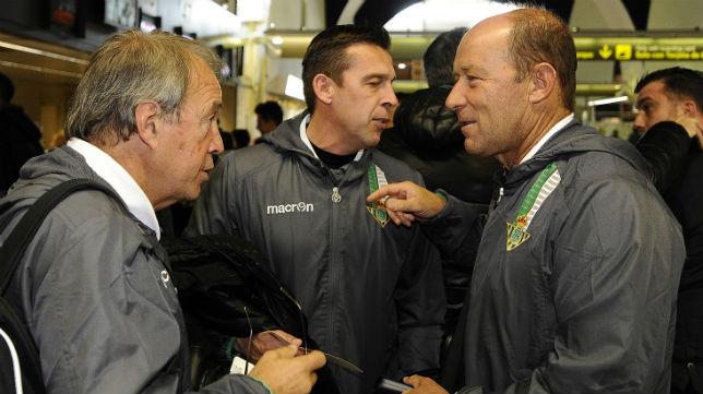 Calderón, Anzarda y Cañas, en el aeropuerto ante volar con el Betis