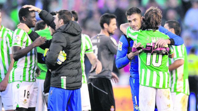 Los jugadores celebran la victoria ante el Español