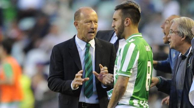 Calderón instruye a Nono en el Betis-Getafe