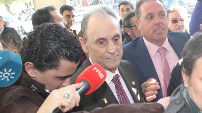 Manuel Ruiz de Lopera, a la salida de los Juzgados