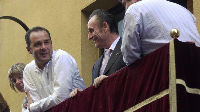 Ruiz de Lopera y el técnico Víctor Fernández en la Semana Santa de 2004
