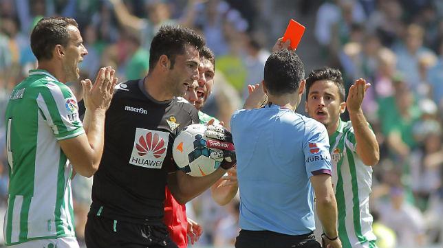 Velasco Carballo expulsa a Juan Carlos