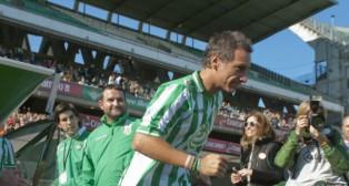 """Alfonso salta al campo en el partido """"Somos leyenda"""""""