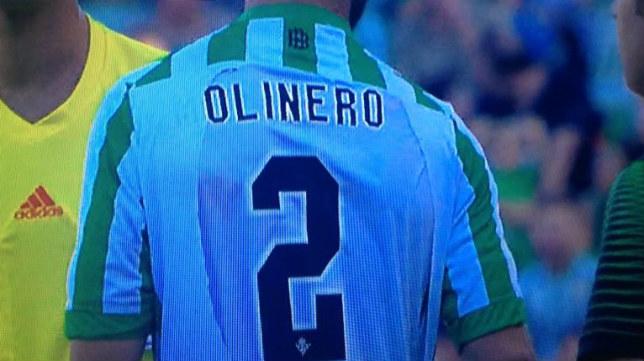 La chapuza que el árbitro no consintió y que obligó al cambio de Molinero por no haber camisetas