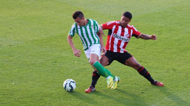 Rubén Castro en un lance del amistoso ante el Sunderland