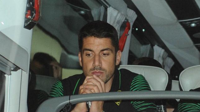 Julio Velázquez, en el autobús del equipo tras jugar en Leganés (Foto: J. J. Ubeda)