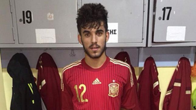 Dani Ceballos en un partido de la selección