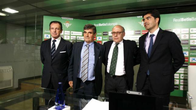 Ollero, Haro, Sanguino y Pagola, en su presentación con el Betis (Foto: J. M. Serrano)