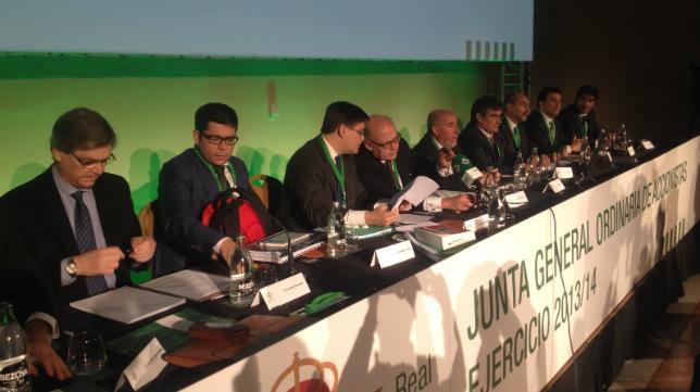 Mesa de la Junta de Accionistas 2013-2014