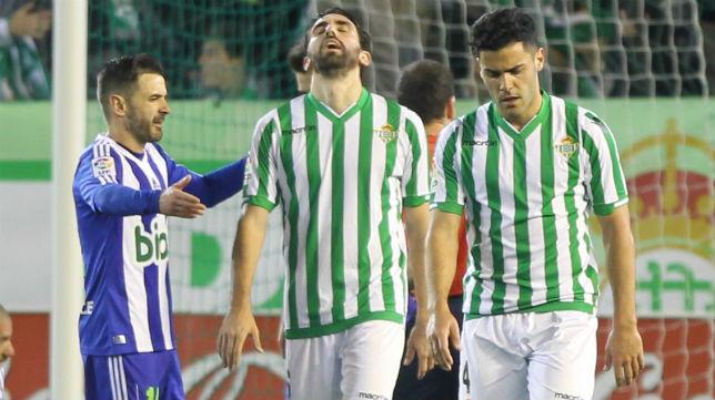Bruno y Jordi se lamentan en el partido ante la Ponferradina (Foto: Raúl Doblado)