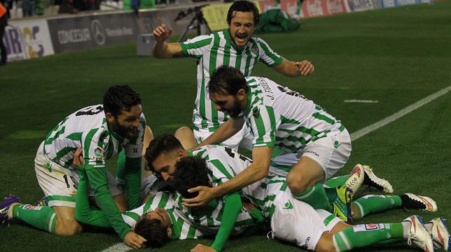 El Real Betis quiere reforzar su medular a costa de un recién ascendido
