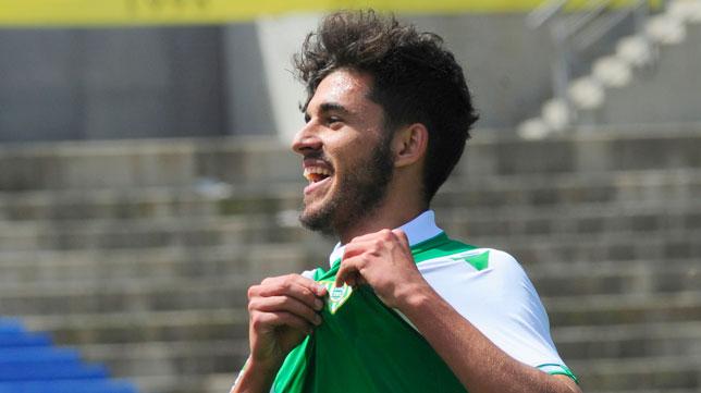 Ceballos celebra el tercer gol del Betis en Las Palmas (Foto: Agencia LOF)