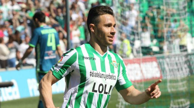 Rubén Castro celebra uno de sus tres goles al Valladolid (Foto: Raúl Doblado)
