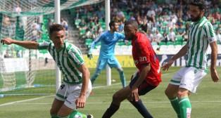 Rubén Castro, en una jugada contra el Osasuna. (Foto: Raúl Doblado)