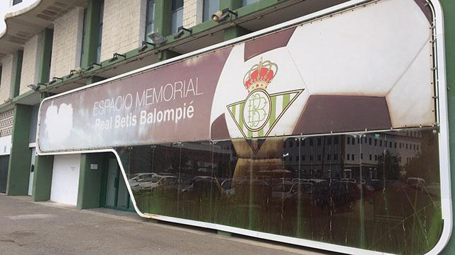 Sentencia contra los desmanes de oliver y el columbario for Puerta 19 benito villamarin