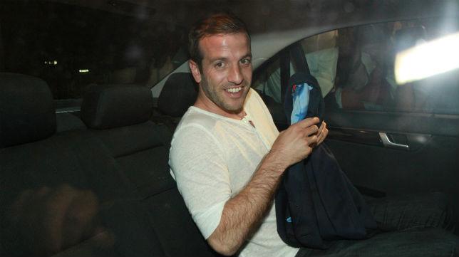 Van der Vaart, a su llegada al aeropuerto de Sevilla (Foto: Rocío Ruz)