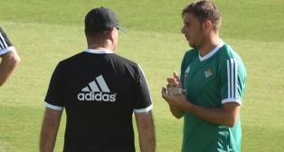 Joaquín y Mel dialogan en un entrenamiento (foto: J. J. Ubeda)