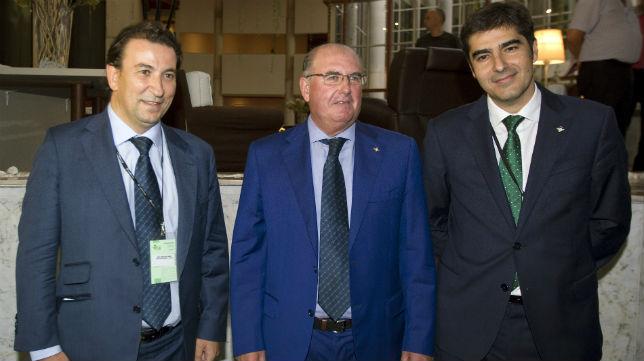 Catalán, Castaño y Haro, en la junta del Betis (Foto: Raúl Doblado)