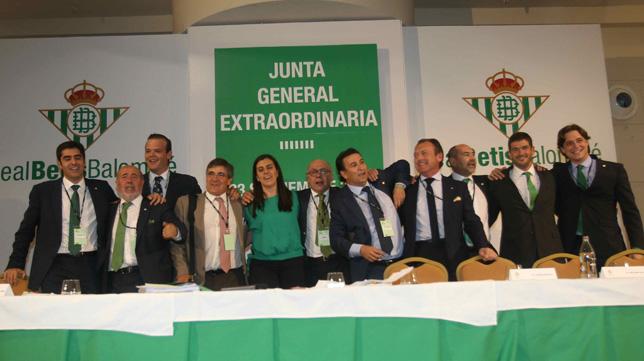 Imagen del nuevo consejo de administración del Betis (Foto: Raúl Doblado)
