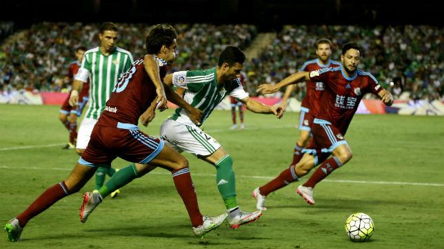 Rubén Castro, en un lance del choque ante la Real Sociedad (Foto: J. M. Serrano)