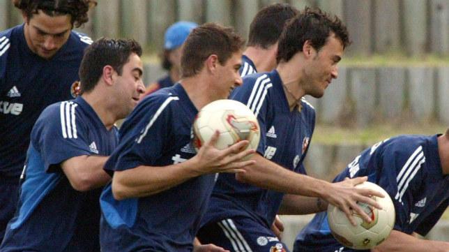 Xavi Hernández, Joaquín y Luis Enrique, en un entrenamiento con la selección española