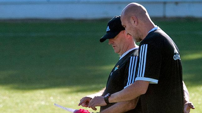Pepe Mel y Roberto Ríos, en un entrenamiento de esta temporada (Foto: J. J. Úbeda)