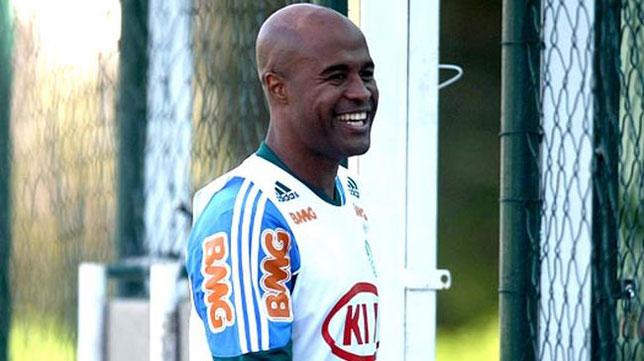 Assunçao, en un entrenamiento con el Santos