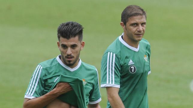 Ceballos y Joaquín, durante un entrenamiento del Betis (FOTO: Juan José Úbeda)
