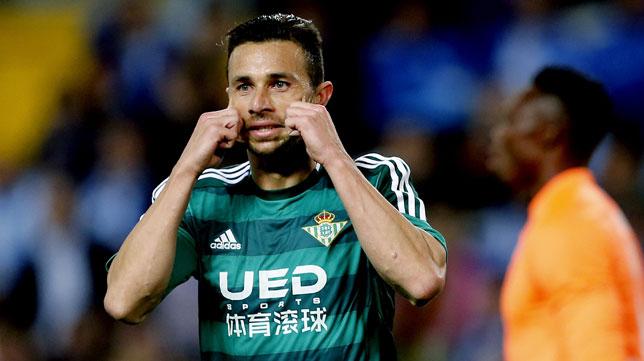 Rubén Castro celebra su gol en Málaga