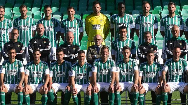 Foto oficial del Betis en la temporada 2015-16 (Foto: J. J. Úbeda)
