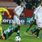 Adán, en un lance del Sevilla-Betis de vuelta de los octavos de la Copa del Rey (Foto: Raúl Doblado)