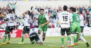 Bruno celebra el gol que marcó a la salida de un córner en Santander ante el Racing en mayo (Foto: Serrano Arce)