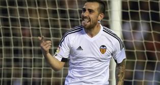 Paco Alcácer celebra un gol con la camiseta del Valencia