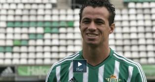 Damiao posa con la camiseta del Betis (Foto: EFE)