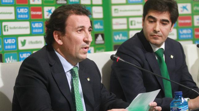 José Miguel López Catalán y Ángel Haro, durante una rueda de prensa