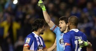 Germán Lux celebra un gol del Deportivo con Arribas y Sidnei