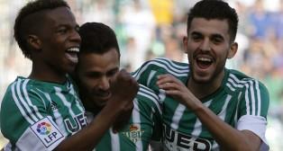 Musonda, Rubén y Ceballos celebran el 1-0 (Foto: EFE).