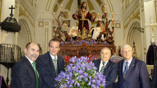 Ofrenda floral del Real Betis a la Archicofradía de la Misión (Foto: Jesús Spínola)