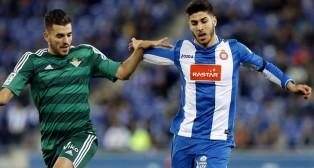 Dani Ceballos y Marco Asensio pelean por un balón (Foto: EFE)