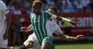 Musonda recibe la entrada de Carriço en el derbi jugado en el Sánchez-Pizjuán (Foto: EFE)
